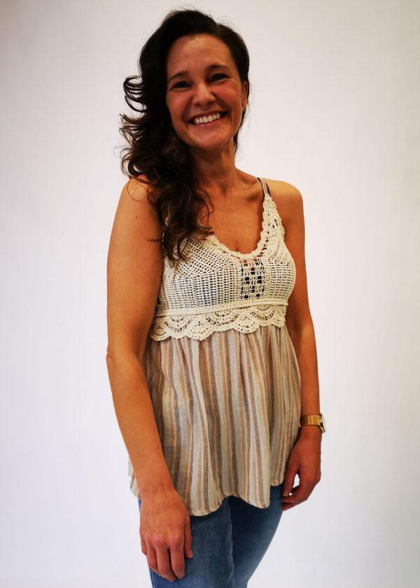 Blusa combinada crochet y lino